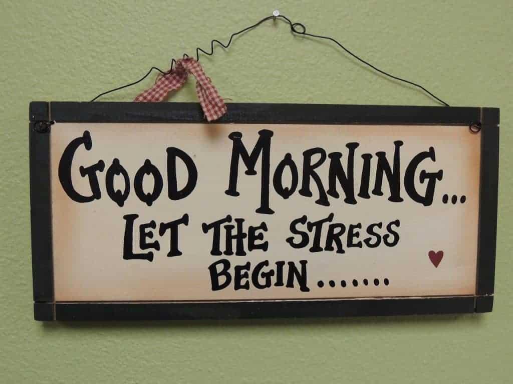 Bord met de tekst: good morning let the stress begin